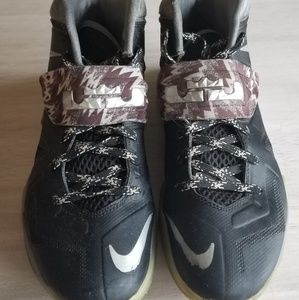 Mens Lebron Nike sneakers